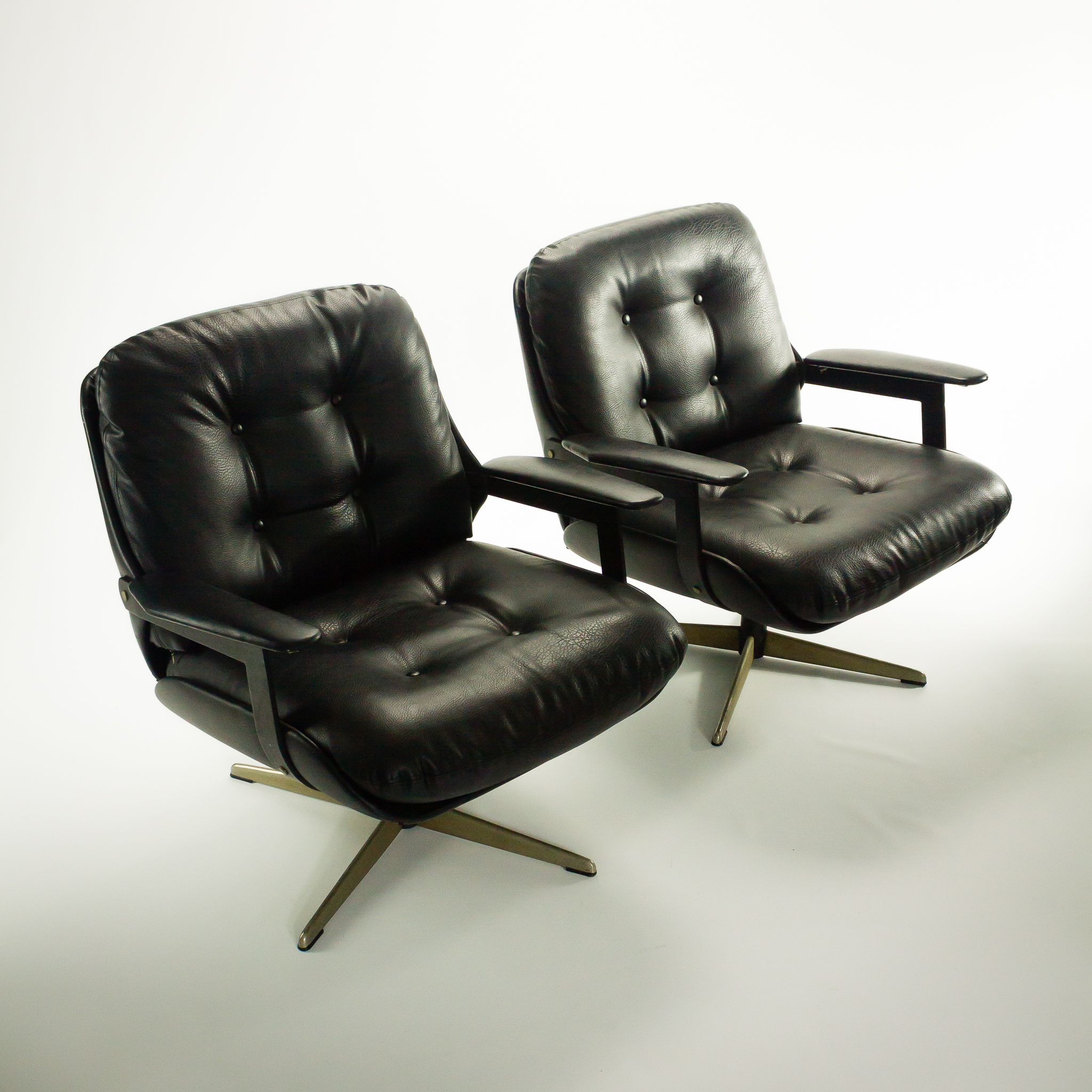 70 s eames stijl skai draai fauteuil set 2 barbmama. Black Bedroom Furniture Sets. Home Design Ideas