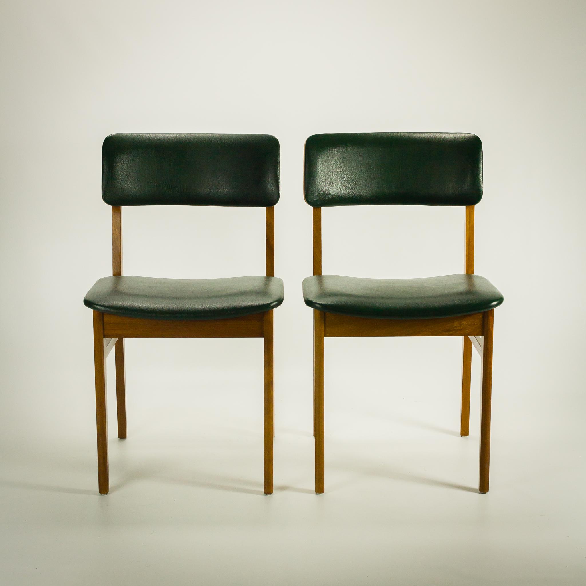 Stoelen voor eettafel cheap rotan stoelen baluw groen for Rotan eettafel stoel