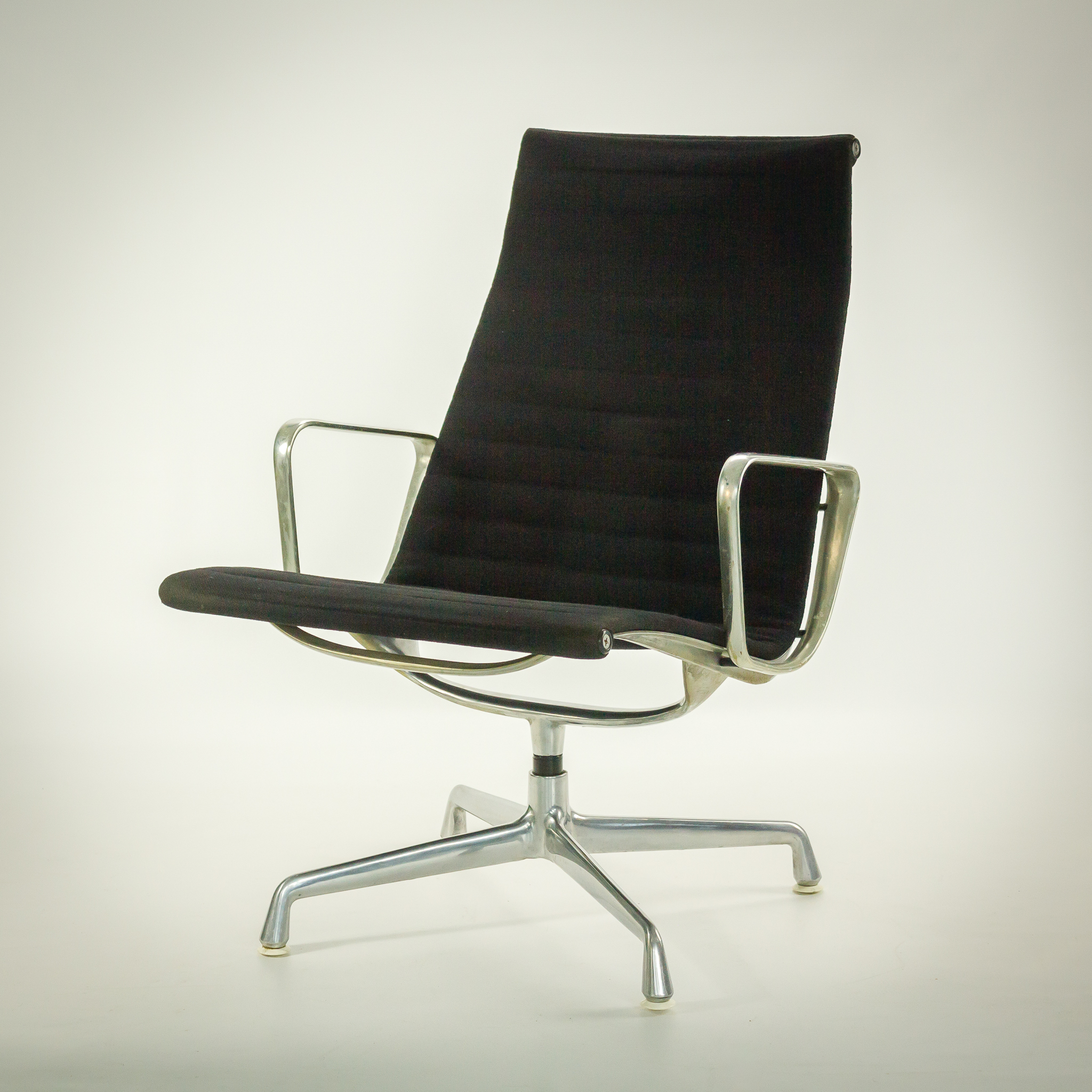 Fauteuil herman miller occasion 28 images don chadwick for Chaise fauteuil eames