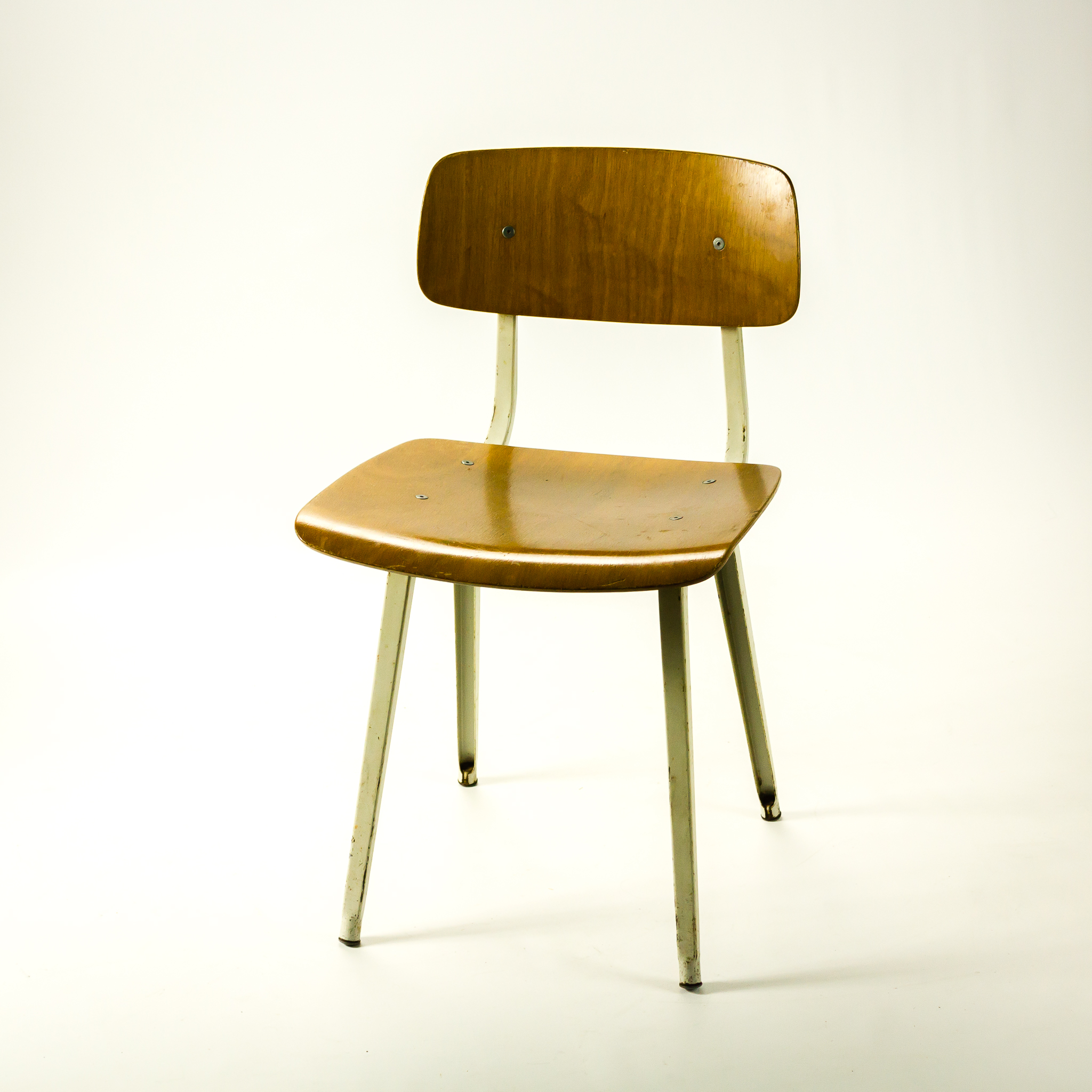50 s friso kramer revolt chair by ahrend barbmama for Kopie eames chair