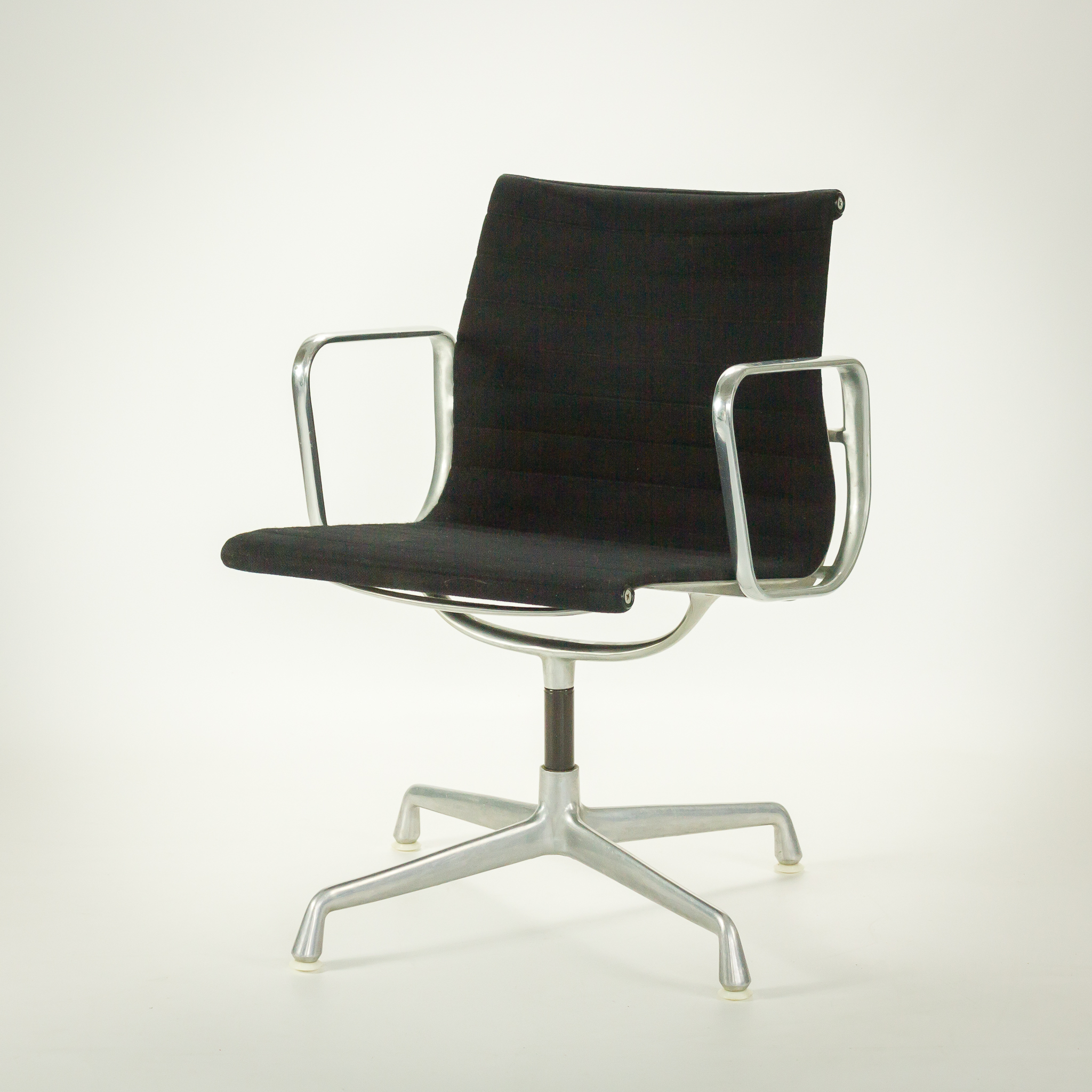 50 s herman miller ea 108 eames office chair barbmama. Black Bedroom Furniture Sets. Home Design Ideas