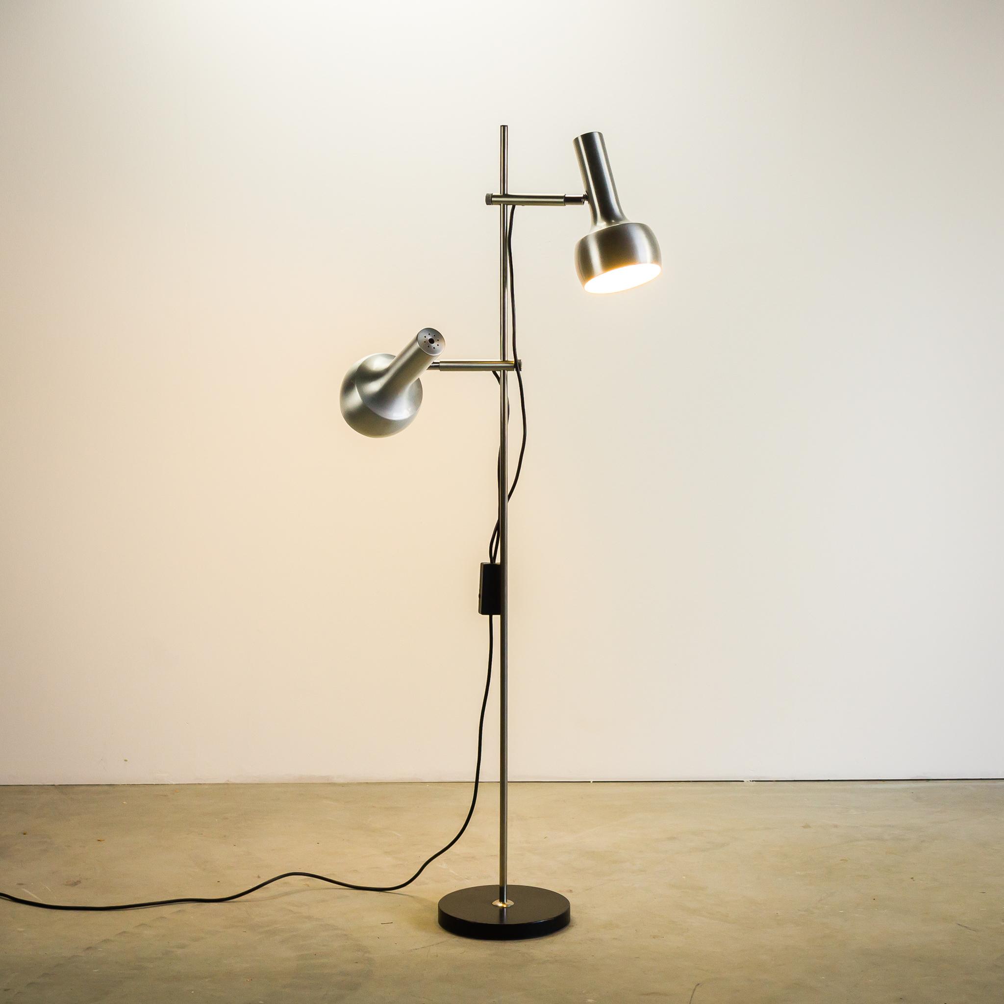 70 s vloerlamp chroom aluminium met 2 lampen barbmama. Black Bedroom Furniture Sets. Home Design Ideas