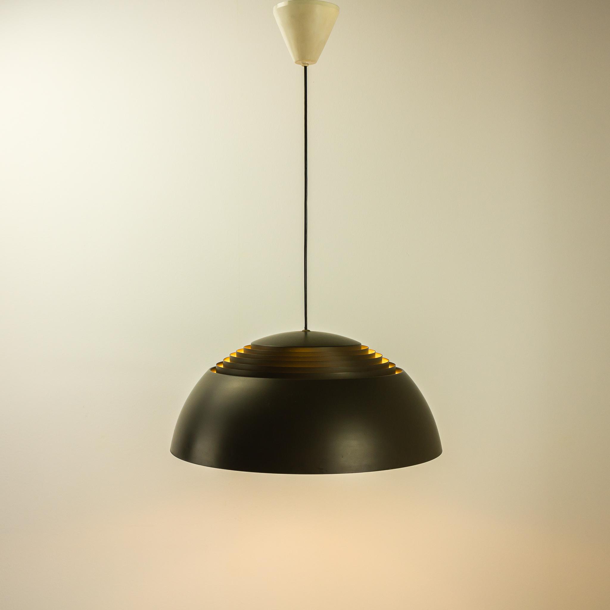 50 s arne jacobsen aj royal lamp louis poulsen barbmama. Black Bedroom Furniture Sets. Home Design Ideas