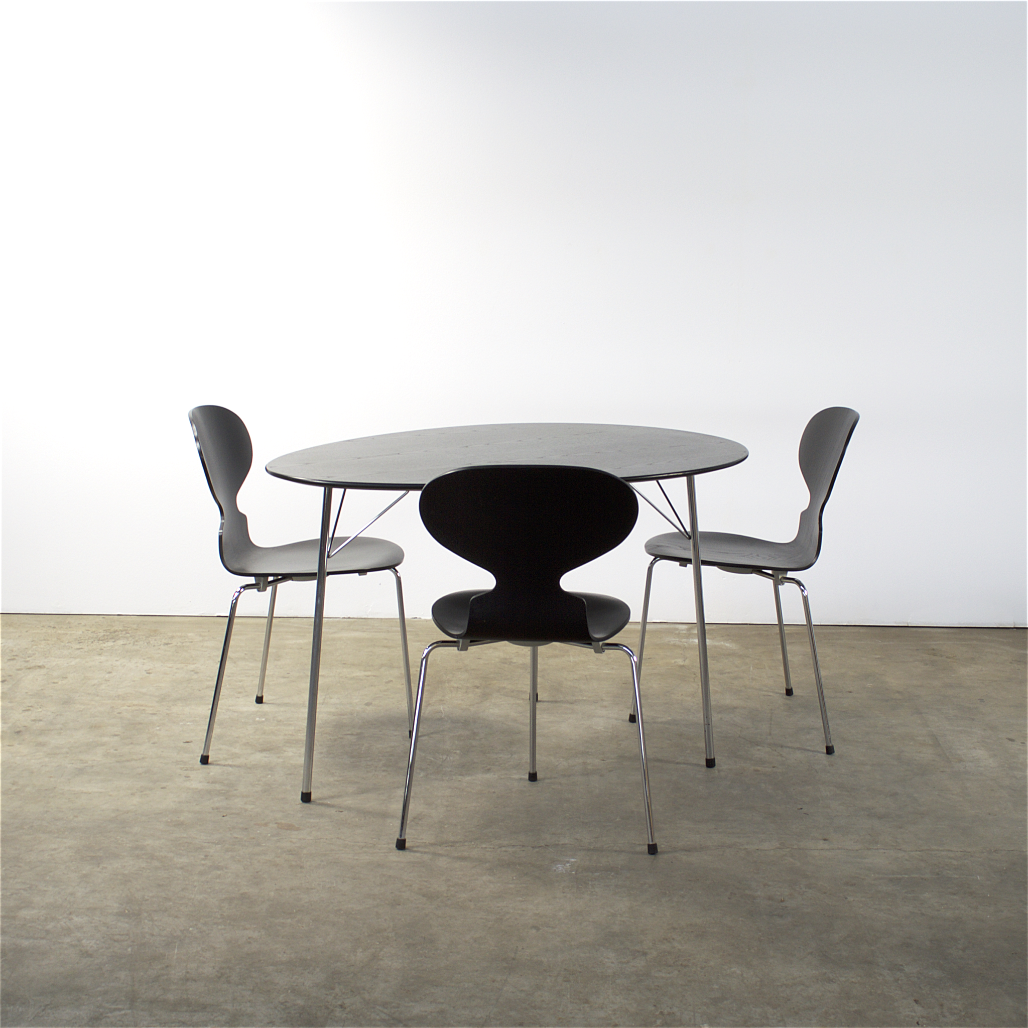 Diningset Arne Jacobsens 100 Years Centenary Package Egg Table Ant Chair Fritz Hansen Louis Poulsen
