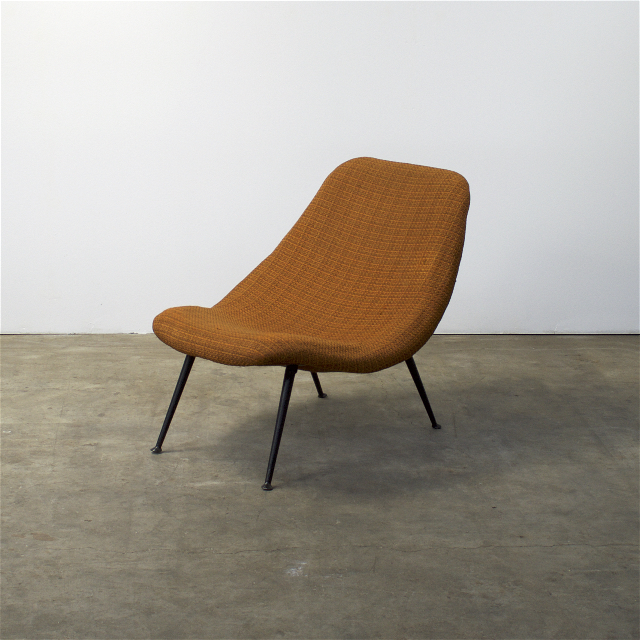50 s artifort f122 fauteuil by theo ruth barbmama for Lounge chair kopie