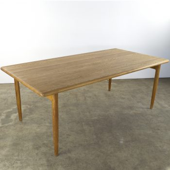 moller dining table