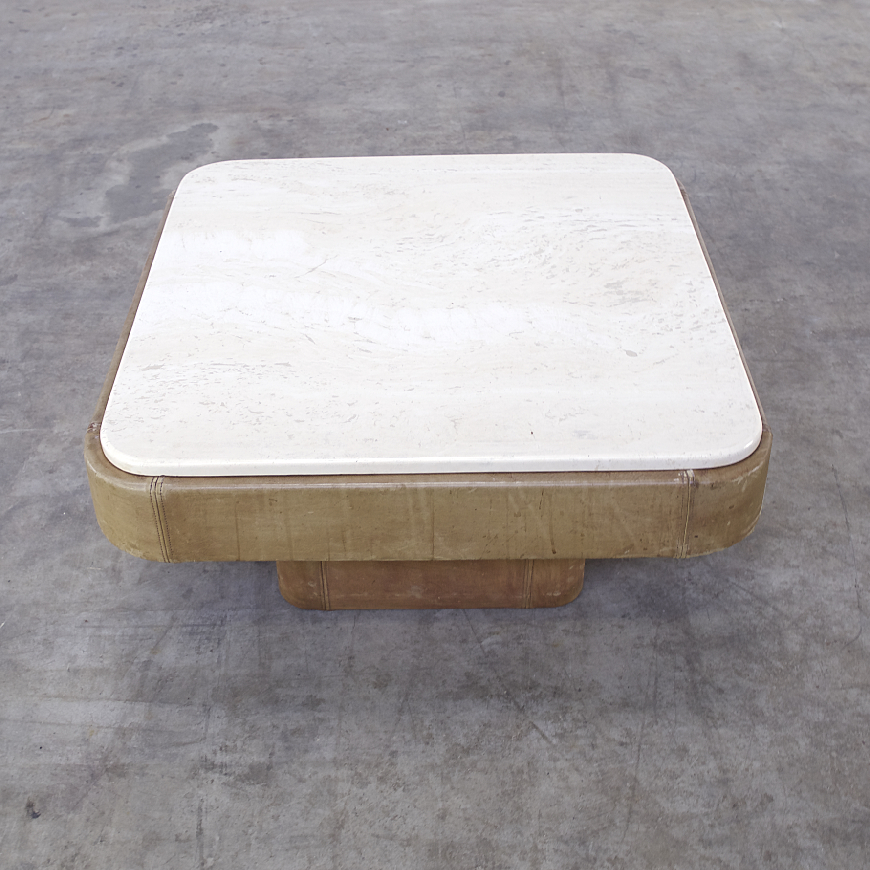 70s de sede leather and travertine coffee table barbmama 0614126tst desede coffee table leather salontafel retro design barbmama geotapseo Image collections