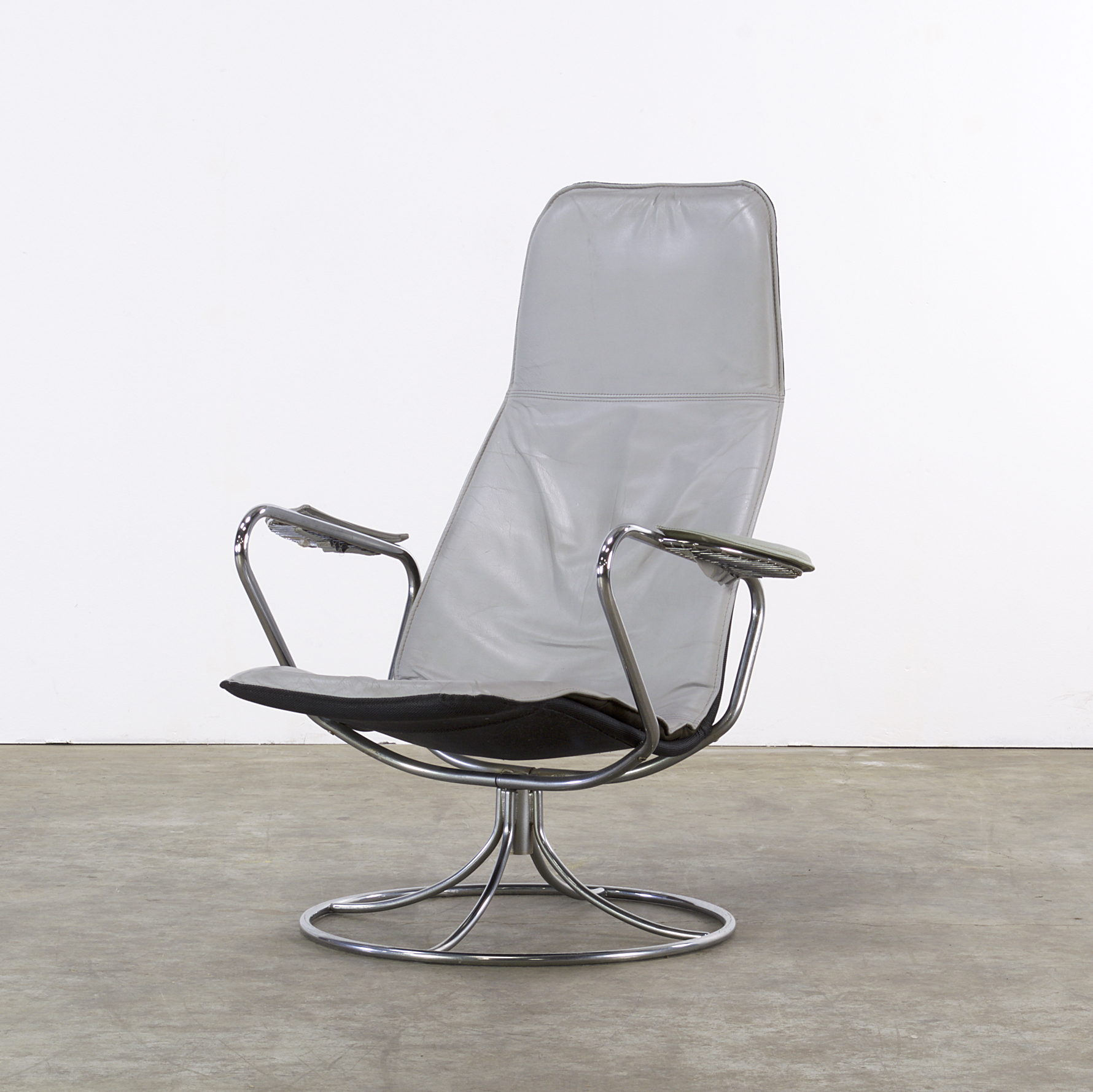 60s Design lounge chair chrome frame leather seat attr to Bruno