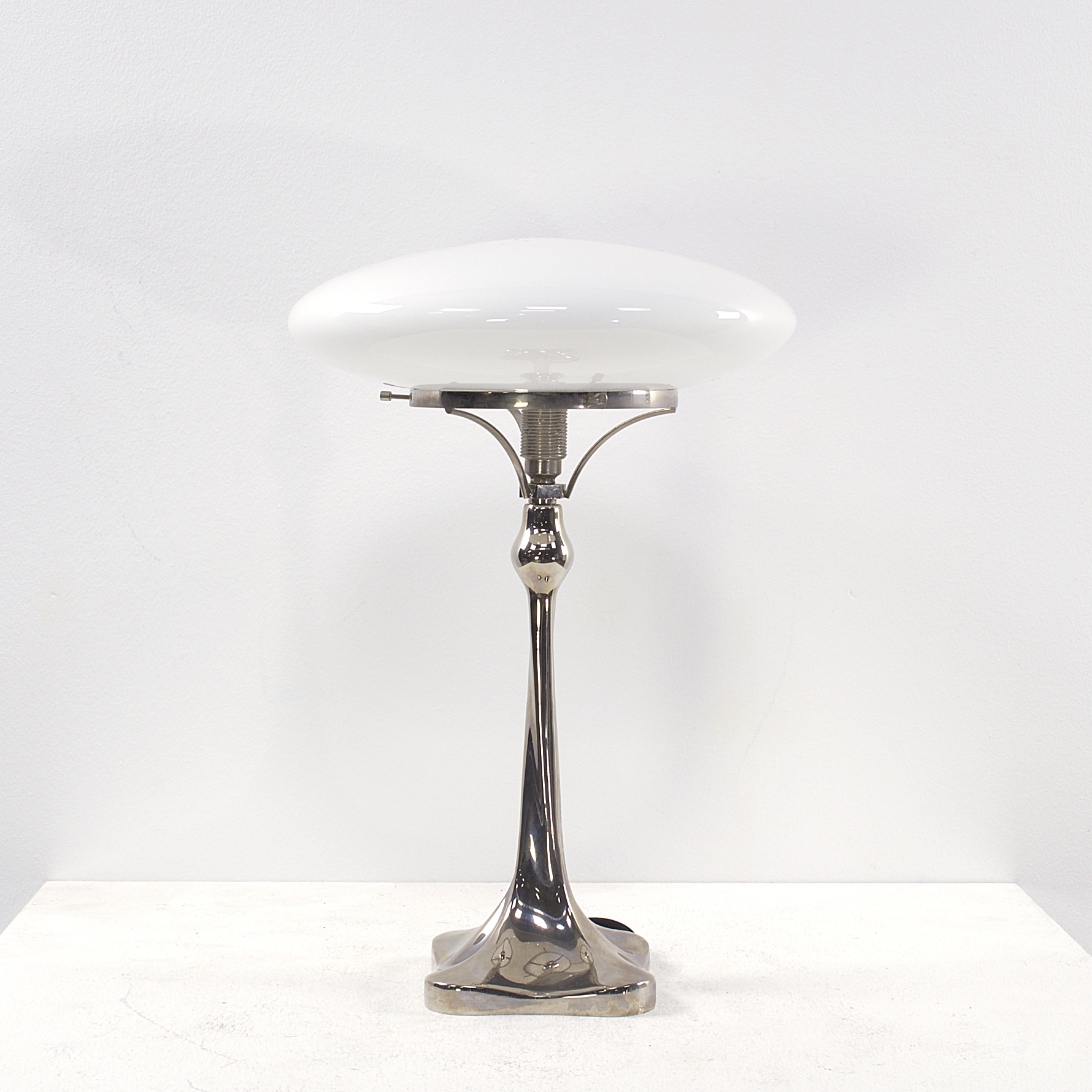 Midcentury white glass table lamp barbmama for Images of table lamps