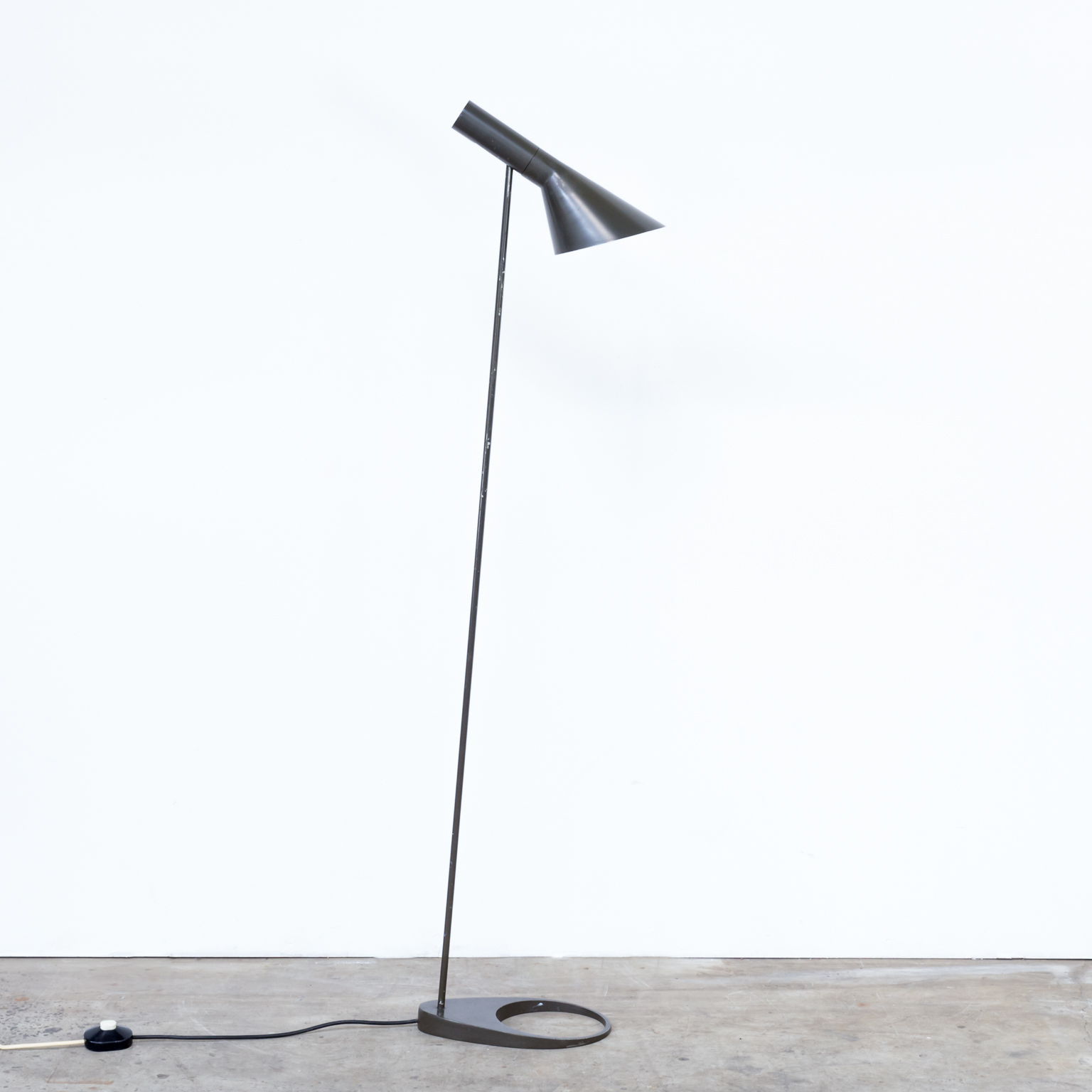 60 s arne jacobsen aj floorlamp for louis poulsen barbmama. Black Bedroom Furniture Sets. Home Design Ideas