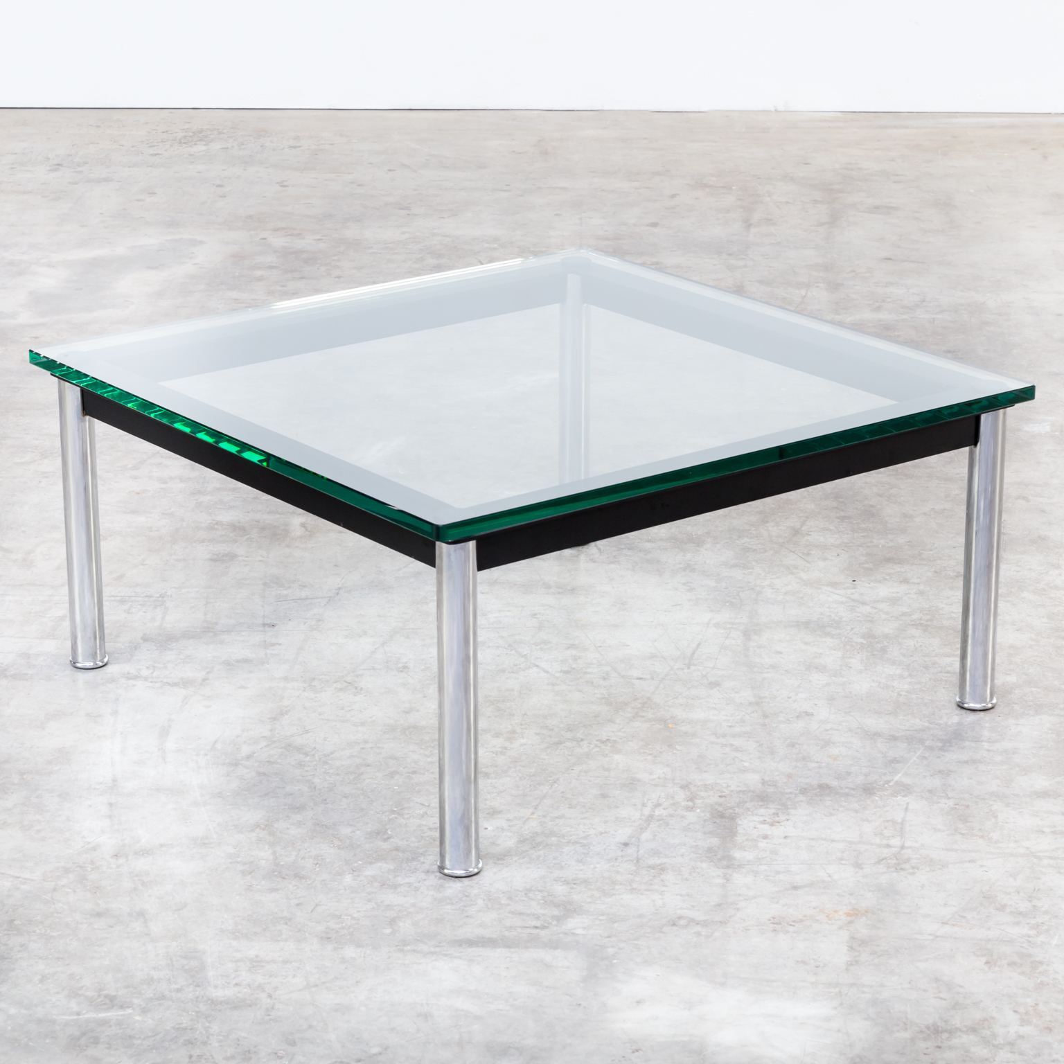 80s le corbusier lc10p, no 3965 coffee table glass for cassina