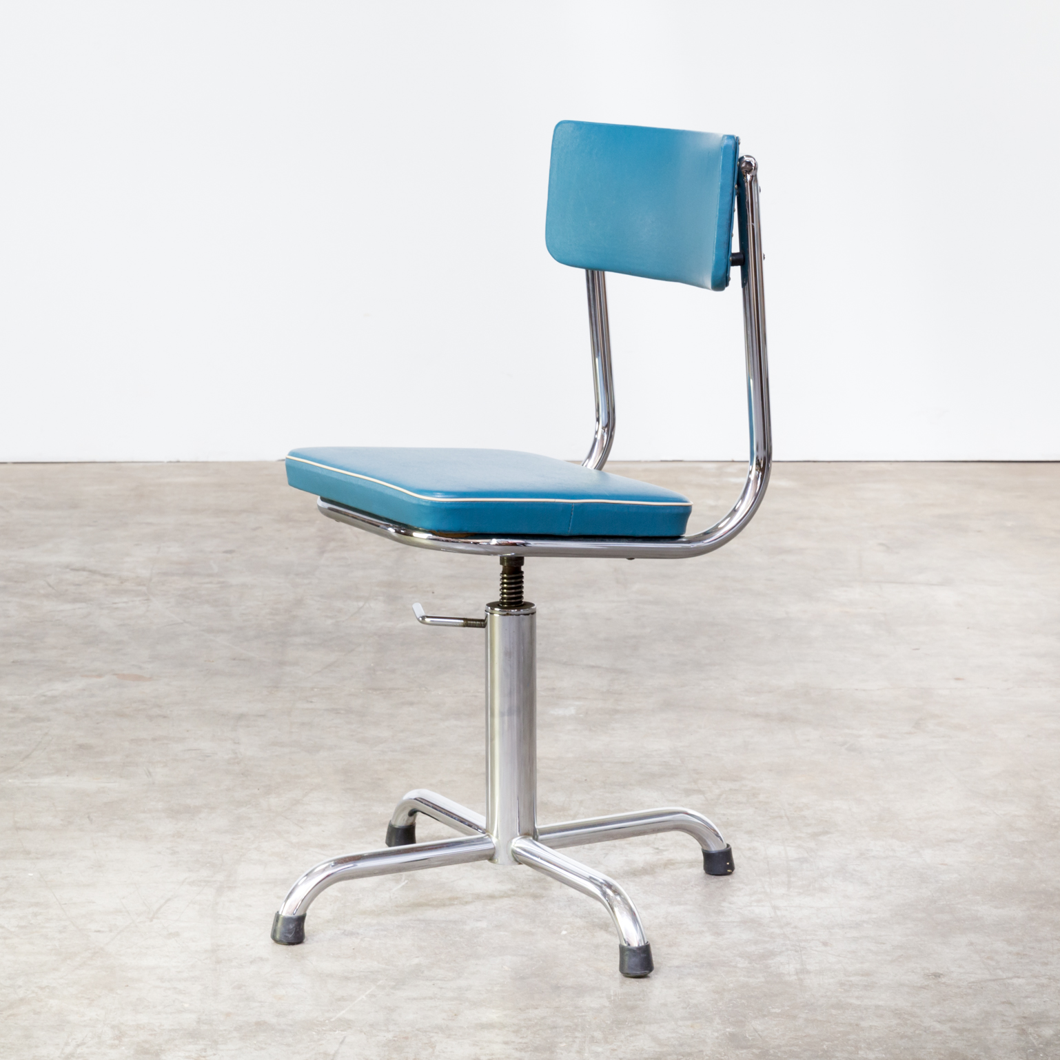 60s small office chair blauw skai with white trim barbmama for White designer chair