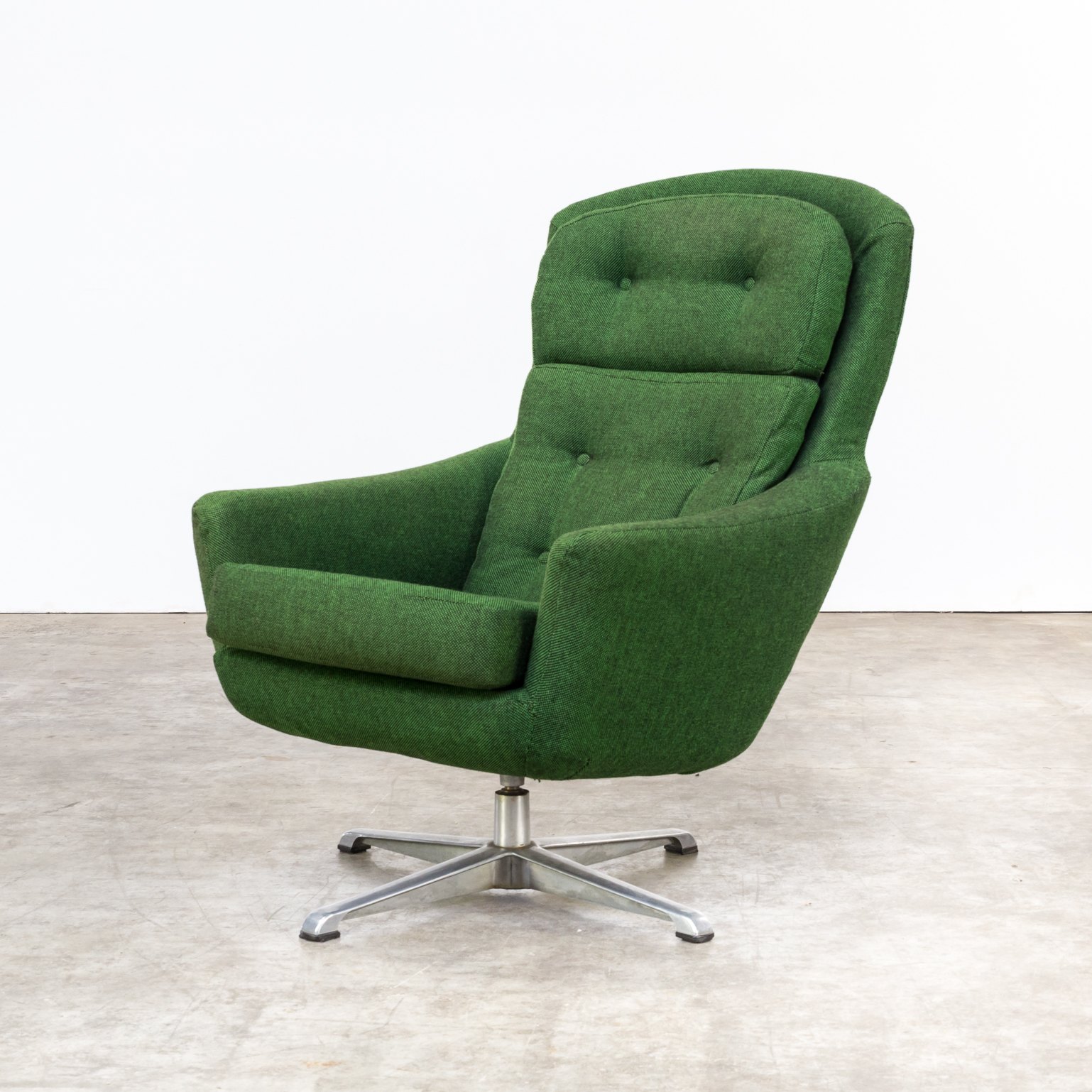 70s re upholstered swivel fauteuil barbmama for Kopie eames chair